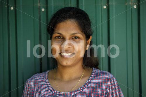 Arbeiterin in der MAXIMUS-Papiermanufaktur (Sri Lanka, MAXIMUS) - lobOlmo Fair-Trade-Fotoarchiv