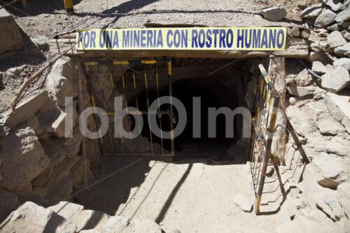 Eingang in die Goldmine Santa Filomena (Peru, SOTRAMI) - lobOlmo Fair-Trade-Fotoarchiv