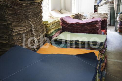 Elefantenkot-Papier (Sri Lanka, MAXIMUS) - lobOlmo Fair-Trade-Fotoarchiv