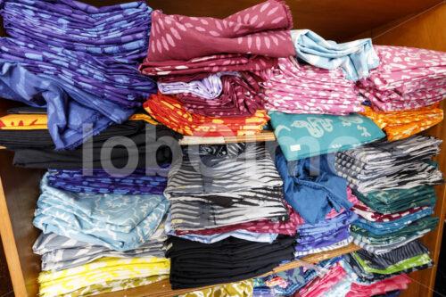 Gefärbte Stoffe (Ghana, Global Mamas) - lobOlmo Fair-Trade-Fotoarchiv