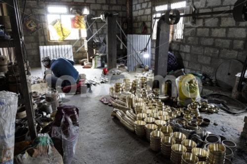 Klangschalen-Werkstatt (Nepal, Mahaguthi, Manushi) - lobOlmo Fair-Trade-Fotoarchiv