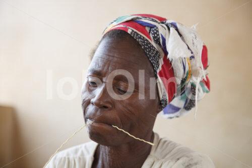 Korbflechten (Ghana, TradeAID) - lobOlmo Fair-Trade-Fotoarchiv