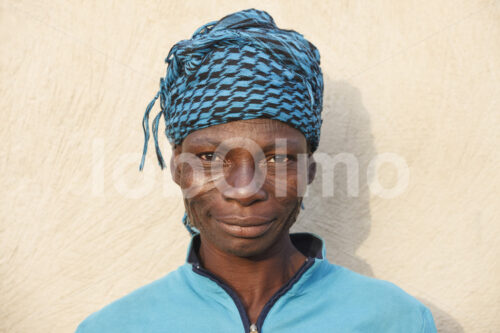 Korbflechterin (Ghana, TradeAID) - lobOlmo Fair-Trade-Fotoarchiv