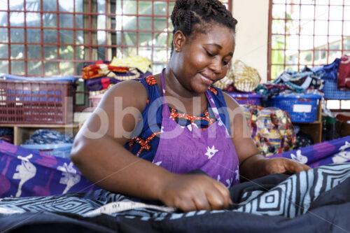 Nähen (Ghana, Global Mamas) - lobOlmo Fair-Trade-Fotoarchiv