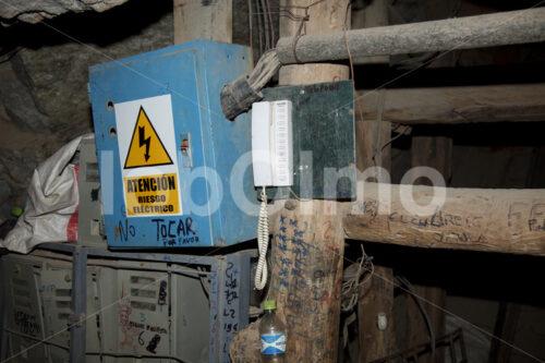 Sicherheitstelefon in der Goldmine Santa Filomena (Peru, SOTRAMI) - lobOlmo Fair-Trade-Fotoarchiv