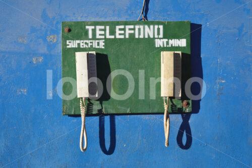 Sicherheitstelefone in der Goldmine Santa Filomena (Peru, SOTRAMI) - lobOlmo Fair-Trade-Fotoarchiv