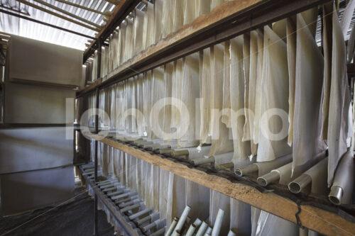Trocknen von Elefantenkot-Papier (Sri Lanka, MAXIMUS) - lobOlmo Fair-Trade-Fotoarchiv