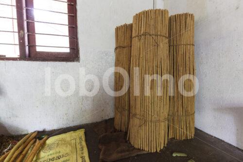 Zimtquills (Sri Lanka, SOFA/BioFoods) - lobOlmo Fair-Trade-Fotoarchiv